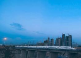 动车即将开进敦煌,莫高窟即将被纳入全国高铁旅游网